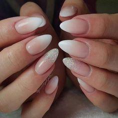 Elegant bridal nails - Enchanting ideas for your DIY wedding manicure Ande . nageldesign hochzeit Elegant bridal nails – Enchanting ideas for your DIY wedding manicure Ande Light Pink Nail Designs, Light Pink Nails, Classy Nail Designs, Acrylic Nail Designs, Glitter Nails, Fun Nails, Sparkle Nails, Pink Glitter, Glitter Wedding Nails