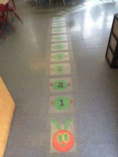 The very hungry caterpillar theme. Fun way to help preschoolers how to line up More Más Hungry Caterpillar Classroom, Caterpillar Preschool, The Very Hungry Caterpillar Activities, Kindergarten Classroom, Classroom Themes, Counting Caterpillar, Caterpillar Art, Toddler Classroom, Spring Theme