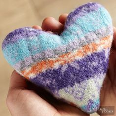 Warm hands thanks to a warm heart: Make a cozy fall hand warmer in minutes. Use 100% natural textile such as cotton or wool. .