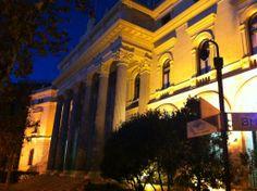 Actualizamos con alguna foto nocturna, el edifico de la Bolsa de Madrid.  #historia #turismo  http://www.rutasconhistoria.es/loc/edificio-de-la-bolsa