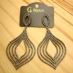 c8159c7c6 bijuterias baratas online brinco metal ondulado de strass leve vazado -  altura 9 cm - 21