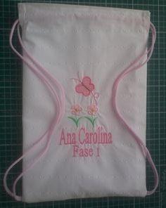 Saquinho escolar para roupa molhada com plástico cristal no lado interno.  www.facebook.com/deniseagumpatchwork?ref=bookmarks