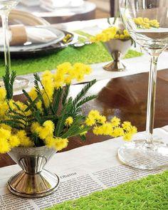 Arreglos mini con resultados megaestéticos. Añade un plus de elegancia y estilo a cualquier estancia con flores clásicas, de belleza indiscutible, como calas, rosas y magnolias, e innova con su puesta en escena. ¡Un sueño de frescura y sutileza dentro de casa!