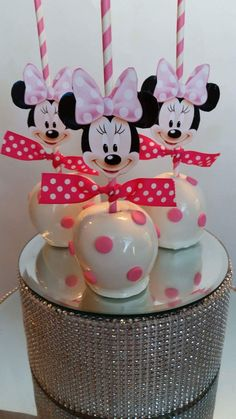 Minnie Mouse Polka Dot Candy Apples made by Pearland Sweet Tooth Más Bolo Da Minnie Mouse, Minnie Mouse 1st Birthday, Minnie Mouse Theme, Minnie Mouse Baby Shower, Minnie Mouse Cake Pops, Minnie Cupcakes, Anniversaire Theme Minnie Mouse, Baby Shower Cakes, Fete Audrey