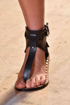 Isabel Marant at Paris Fashion Week Spring 2015 - Details Runway Photos Fab Shoes, Me Too Shoes, Casual Shoes, Isabel Marant, Sandals Outfit, Cute Sandals, Pretty Sandals, Mens Beach Shoes, Low Heel Sandals