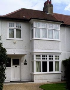 Off White / Light Grey Pebble dash contrasting with white woodwork Timber Windows, Casement Windows, House Windows, Facade House, Windows And Doors, Exterior Windows, Porch Doors, Bay Windows, Front Doors
