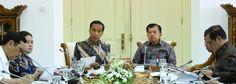 Presiden Jokowi saat memimpin Ratas dengan Topik Evaluasi Pelaksanaan Program Rastra dan Program BPNT, di Istana Kepresidenan Bogor, Jawa Barat, Selasa (5/12). BOGOR ,05 Dec 2017-Presiden Joko Wid…