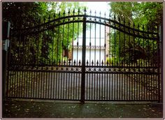 Modern Vintage Wrought Iron Gates In Front Driveways Design For … - All About Balcony Driveway Design, Driveway Gate, Gates And Railings, Wrought Iron Fences, Metal Fences, Double Storey House, House Gate Design, Iron Balcony, Automatic Gate