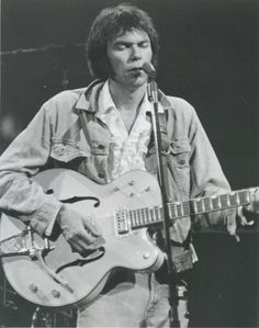 Neil Young live on the Stills-Young Band tour in 1976 Guitar Guy, Guitar Players, Guitar Chords, Neil Young, Rock Roll, Richie Furay, Stephen Stills, Acoustic Music, Moving To Los Angeles