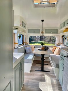 Caravan Renovation Diy, Caravan Interior Makeover, Diy Caravan, Camper Interior Design, Caravan Living, Airstream Living, Motorhome Interior, Caravan Vintage, Camper Makeover