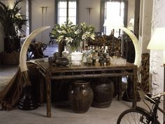 Loft en Alicante - AZULTIERRA Alicante, Safari Chic, Loft, Exotic, Dining Table, Table Decorations, Furniture, Antlers, December