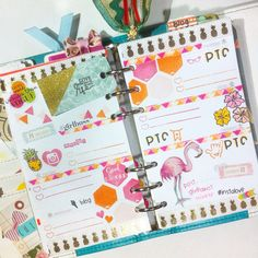 Happy layout using stamps and stickers from #mommylhey ! When a stressful week like this week is coming up, I usually add fun details on my spread. It helps brigthen my mood for the week. Does that work for you too?