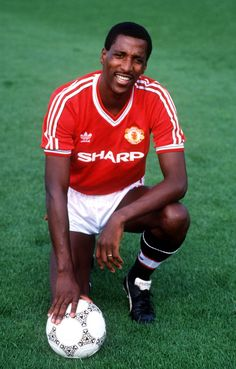 Sport, Football, England, Manchester United's Viv Anderson Get premium, high resolution news photos at Getty Images Retro Football, Sport Football, Football Players, Football Kits, Football Stuff, Football Jerseys, Man Utd Squad, Arsenal Players, Manchester United Players