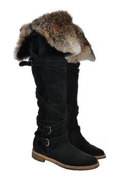 #StuartWeitzman | Mit #Fell gefütterte #Wildlederstiefel, Gr. 36 | Stuart Weitzman Stiefel | mymint-shop.com | Ihr #OnlineShop für #Secondhand / #Vintage #Designerkleidung & #Accessoires bis zu -90% vom Neupreis das ganze Jahr #shoes #mymint