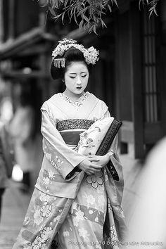   d a m s e l • i n • d e c a d e n c e   Memorias de una Gueixa / 京都ー祇園 (kyoto-gion)  