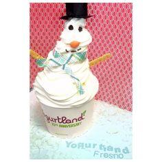 Do you want to Build a Yogurt Snowman? 🌬☃️❄️ How creative can you get with your Froyo Creations? 😆🤔🍫🍦🎩 #yogurtlandfresno #yogurtland