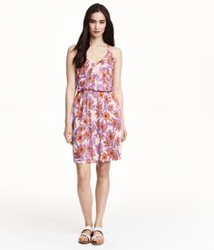 Love this beautiful and easy floral dress foe summer | H&M #print #fashion #summer
