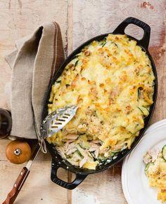 Jeroen Meus maakt macaroni met tonijn, courgette en kaassaus