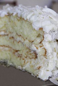 The best recipe for a dense, delicious coconut cake with cream cheese frosting. Just Desserts, Delicious Desserts, Yummy Food, Dessert Healthy, Sweet Recipes, Cake Recipes, Dessert Recipes, Cupcakes, Cupcake Cakes