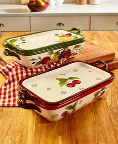 Prepare your favorite dishes to share with family and friends in this Printed Covered Baker. The colorful dish goes directly from the oven to the table for serv 50s Kitchen, Retro Kitchen Decor, Kitchen Dishes, Country Kitchen, Kitchen Things, Kitchen Stuff, Kitchen Gadgets, How To Cook Steak, How To Cook Chicken