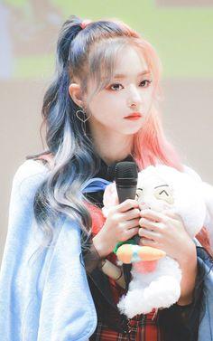 Kpop Girl Groups, Korean Girl Groups, Kpop Girls, Cool Girl, My Girl, Digital Art Girl, Fandom, Pretty Asian, Korean Celebrities