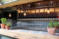 Hire Vintage Bar Box Luxury Horsebox Cocktail Van Trailer Source by boonecreative Catering Trailer, Food Trailer, Horse Box Conversion, Pizza Vans, Prosecco Van, Coffee Trailer, Caravan Bar, Bar Hire, Bar Interior