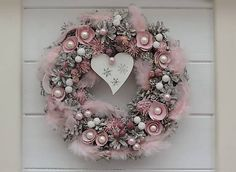 Clarah / Vianočný šiškový veniec Advent, Christmas Wreaths, Holiday Decor, Home Decor, Christmas Garlands, Homemade Home Decor, Holiday Burlap Wreath, Decoration Home, Interior Decorating