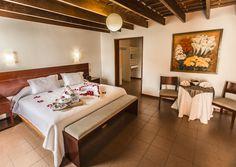 Habitación matrimonial estándar Oasis, Bed, Furniture, Home Decor, Hotels, House Decorations, Home, Decoration Home, Stream Bed