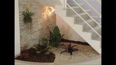 Resultado de imagem para how to decorate space under stairs with plants Interior Garden, Interior And Exterior, Interior Design, Space Under Stairs, Stair Decor, Green Landscape, Staircase Design, Staircase Ideas, Small Gardens