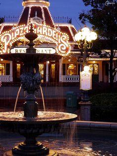 Plaza Gardens restaurant on Main Street USA in Disneyland Paris DLP lights night dark dlpbynight