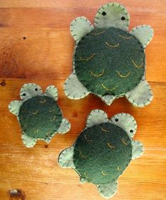 cute ooak felt turtles MUST make for Ryan and Lindsey this Christmas as a memory from the Traverse City turtle races with Grandma and Grandpa Keefer . Spikey lived on for many years :) Felt Crafts Diy, Felt Diy, Fun Crafts, Fabric Crafts, Felt Christmas Ornaments, Christmas Crafts, Christmas Nativity, Christmas Printables, Christmas Christmas