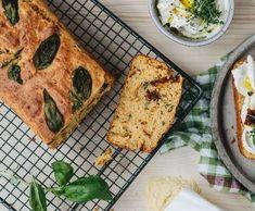 Kukuřičný chléb se sušenými rajčaty | Recepty Albert French Toast, Bread, Breakfast, Food, Morning Coffee, Brot, Essen, Baking, Meals