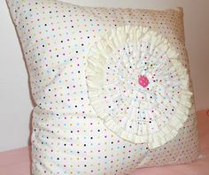 To Sew With Love: Ruffled Spiral Circle Zippered Pillow Sham Tutorial
