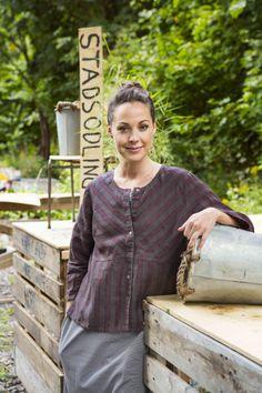 Gudrun Sjödéns Sommerkollektion 2014 - Die Bluse Field hat Dreiviertelärmel, eine Teilungsnaht unterhalb der Brust und kurze Seitenschlitze. Weitere Blusen findet ihr unter: http://www.gudrunsjoeden.de/mode/produkte/blusen-tuniken