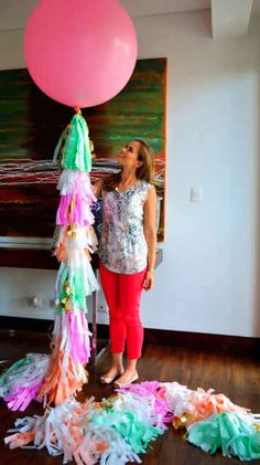 DIY: Geronimo Balloons The Housewife Wannabe. I seriously have to make a couple of these babies. Diy Party Decorations, Balloon Decorations, Balloon Tassel, Giant Balloons, Latex Balloons, Festa Party, Reveal Parties, Unicorn Party, Party Planning