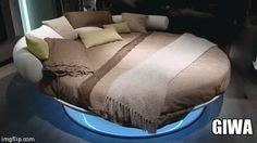 Rotating round bed. Letto rotondo girevole.