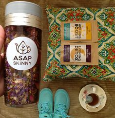 BEST Skinny Tea Kit for Weight Loss! In this awesome package deal, you will receive Detox Tea along with our signature brand ASAPSKINNY Tea Bottle. Our Teatox is a Non-Laxative, Deliciou Weight Loss Cleanse, Weight Loss Tea, Weight Loss Drinks, Lose Weight, Body Detox Drinks, 28 Day Detox, Burn Stomach Fat, Skinny Stomach, Best Detox