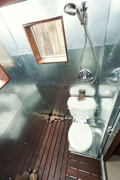 Incredible tiny house bathroom designs (6)