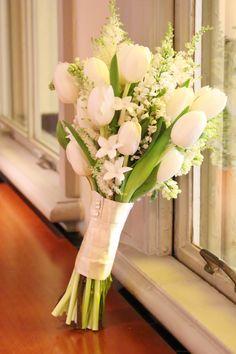 Planning A Fantastic Flower Wedding Bouquet – Bridezilla Flowers Tulip Bouquet Wedding, Bride Bouquets, Bridal Flowers, White Tulip Bouquet, Beautiful Bouquet Of Flowers, Tulips Flowers, Hand Bouquet, White Tulips, Wedding Preparation