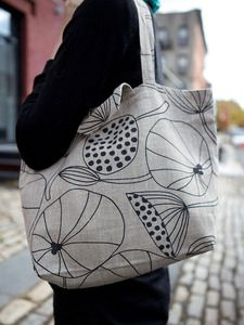 Cute bag.  This fabric looks like the one I purchased from Ikea a couple of years ago...!