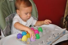 I started this activity with J at 13 months. I gave him a bowl of plastic eggs and the empty egg carton and let him try to fill each space. He loved it. It was a great motor skills activity. Motor Skills Activities, Craft Activities For Kids, Infant Activities, Learning Activities, Kids Learning, Toddler Play, Baby Play, Diy Bebe, Homemade Toys