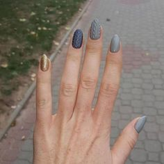 Ongles tricots gris