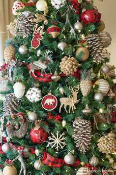 How to recycle your Christmas ornaments year after year for a whole new look! Gorgeous buffalo check and reds for this year!