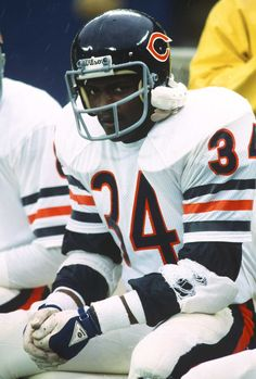 Running back Walter Payton of the Chicago Bears looks on from the sidelines against the New York Giants during an NFL football game December 1977 at Giants Stadium in East Rutherford, New Jersey. Get premium, high resolution news photos at Getty Images Nfl Football Games, Nfl Football Players, Bears Football, Football Helmets, Football 101, Championship Football, Nfl Chicago Bears, School Football, Football Cards
