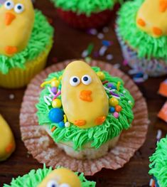 Easter Chick Cupcakes - the cutest and most simple Easter treat made with Reese's Peanut Butter Eggs (a favorite Easter candy). Reese Eggs, Reese Peanut Butter Eggs, Easter Dirt Cake Recipe, Easter Recipes, Easter Desserts, Dessert Recipes, Donut Recipes, Egg Recipes, Christmas Desserts