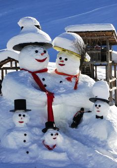 One happy snowfamily