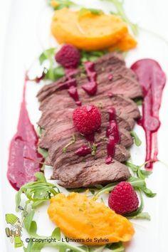 Steack d'autruche et sa sauce aux framboises Steak, Health Fitness, Grand Chef, Nouvel An, Sauces, Duck Breast Recipe, English Cuisine, Ostriches, Raspberries