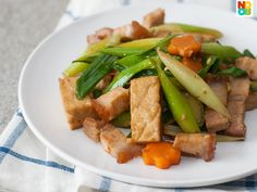 Easy recipe for stir-fry leeks with vegetables with roast pork and fried beancurd (tau kua). This is an auspicious dish during Chinese New Year, but they are good for any day too.