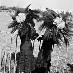 "Ombrelles ""ébouriffées"" 1940 photo Roger Schall"