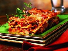 Čarujeme s mletým mäsom - Žena SME Lasagna, Ethnic Recipes, Food, Meal, Essen, Hoods, Meals, Eten, Lasagne